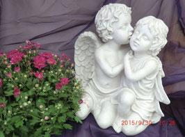 Polystone Engel beschützt Mädchen 32cm