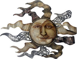 Sonne aus Metall mit Perlglanzlasur