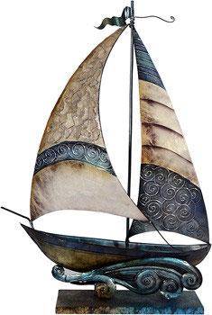 Schiff aus Metall mit Perlglanzlasur
