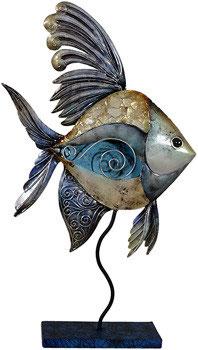 blauer Fisch aus Metall mit Perlglanzlasur