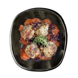 Zuiderse gehaktballetjes met spekjes in tomatensaus