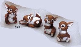 Vier süße kleine Hasen im Set
