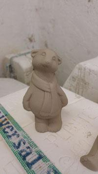 Eisbär Schnorri mit Schal