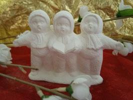Drei singende Schneekinder