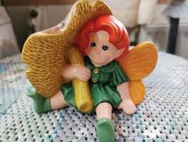Elfe Kiki mit Pilz