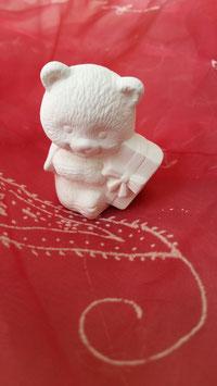 Kleiner Weihnachtsbär mit Geschenk