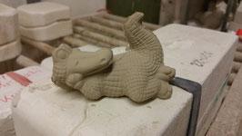 Krokodil liegend Pümpel