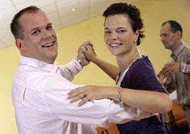 Anfängertanzkurs für Paare-Ehepaare - Dauer 12 Wochen - Preis monatlich pro Person.
