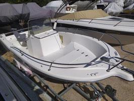White Shark 205 motorisé avec un 135 cv Optimax