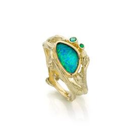 ring goud takjes met boulder opaal en smaragd