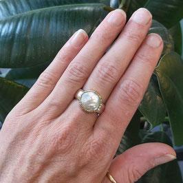 Stoere ring zilver/goud met platte parel