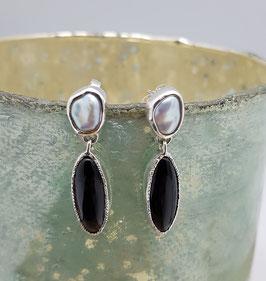 Oorbellen zilver met keshi parel en onyx