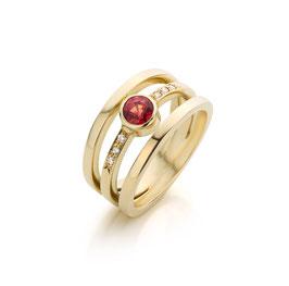 Ring goud 3 banen met rode saffier en diamant