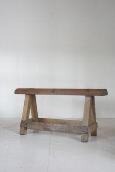 木の長椅子