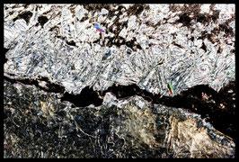 Leinwandbild zersplittert 1022 in einem Massivholzrahmen