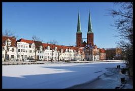 Dom im Winter, Motiv: 1220, in einem Rahmen mit Schattenfuge