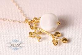 Blätter mit Ast - weiße Muschelkern Perle, Halskette