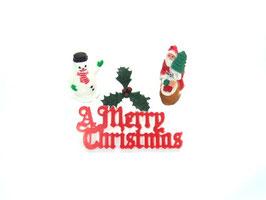 Décorations : bonhomme de neige, Père Noël, houx, inscription.