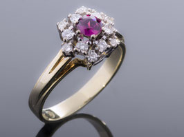 Ring bicolor mit Rubin und Diamanten