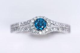 Ring aus Weißgold mit blauem Brillant (beh.) und Brillanten Princess-Collection