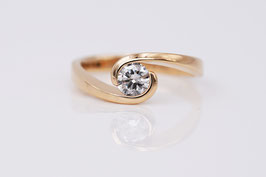 Ring aus 750'°°° Roségold mit Brillant Curved-Collection