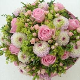 Rosa Sommerblumenstrauß