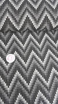 Jaquard Jersey in schwarz/weiß/grau, Zackenmuster, Grundpreis: 18,90€