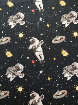 Baumwolle dunkel mit Astronauten im Weltall, Grundpreis: 11,90€/m