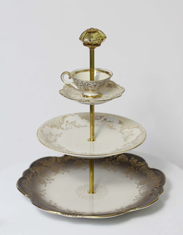Etagère Nr. 1609, 3-stöckig mit Tass, sehr edel