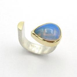 Welo Opal mit Goldfassung