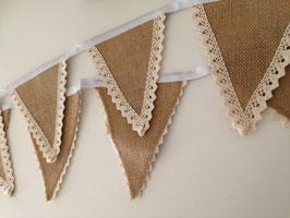 Guirlande fanions - toile de jute et dentelle