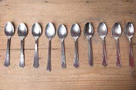Cuillère à dessert - en métal argenté à motifs vintage
