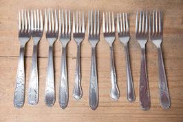 Fourchette - en métal argenté à motifs vintage