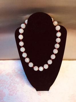 Geknoopte halsketting met lichtroze glasparels