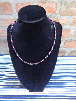 Korte halsketting zwart, roze en wit