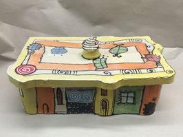 großer uriger eckiger Brottopf Brotdose aus Keramik Handarbeit als buntes Haus