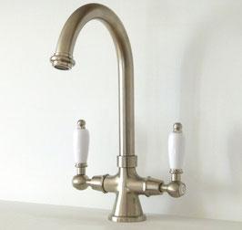 1-Loch Küchenarmatur RAFFLES mit hohem Auslauf, schwenkbar, Griff weiß.