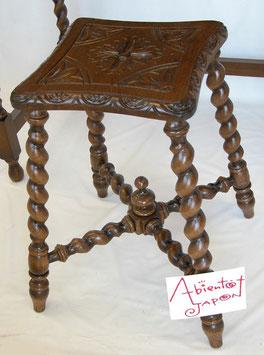 スツール 椅子 おしゃれ 花台 オーク材 無垢材 ツイスト脚 クラシック アンティーク調 1217003