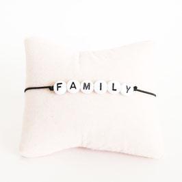 Zwart elastiek + Witte kraal met zwarte letter
