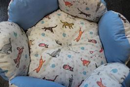 Katzenbett rund blauweiß mit Katzenmotivstoff