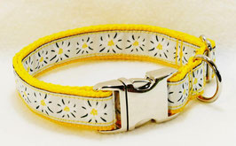Halsband Edelweiß hellgrau auf gelb mit Aluschließe