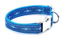 Halsband Kelten blau auf türkis mit Aluschließe