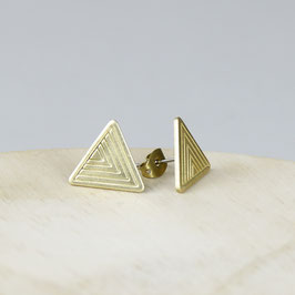 STUDS Triangle with Lines