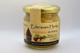 Haselnuss in Honig
