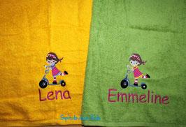 Handtuch mit Namen & Stickbild Rollermädchen