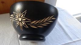 Holzschale Blumenschnitzerei / schwarz