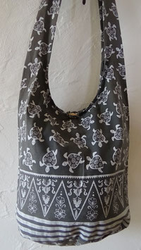 Umhängetasche Stoff / schwarz/weiss Schildkröten-Motiv (1) mit Reissverschluss / Grösse 90 x 40 cm