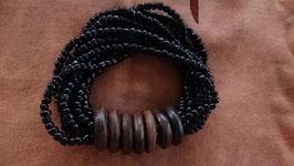 Armband schwarz mit Holzringen (3)