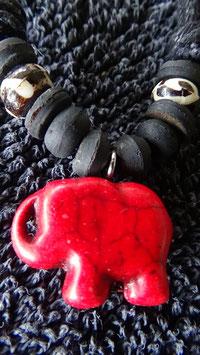 Halsschmuck / Anhänger aus Stein Elefant rot