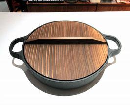 餃子を焼くのもこの鍋で、すき焼き鍋